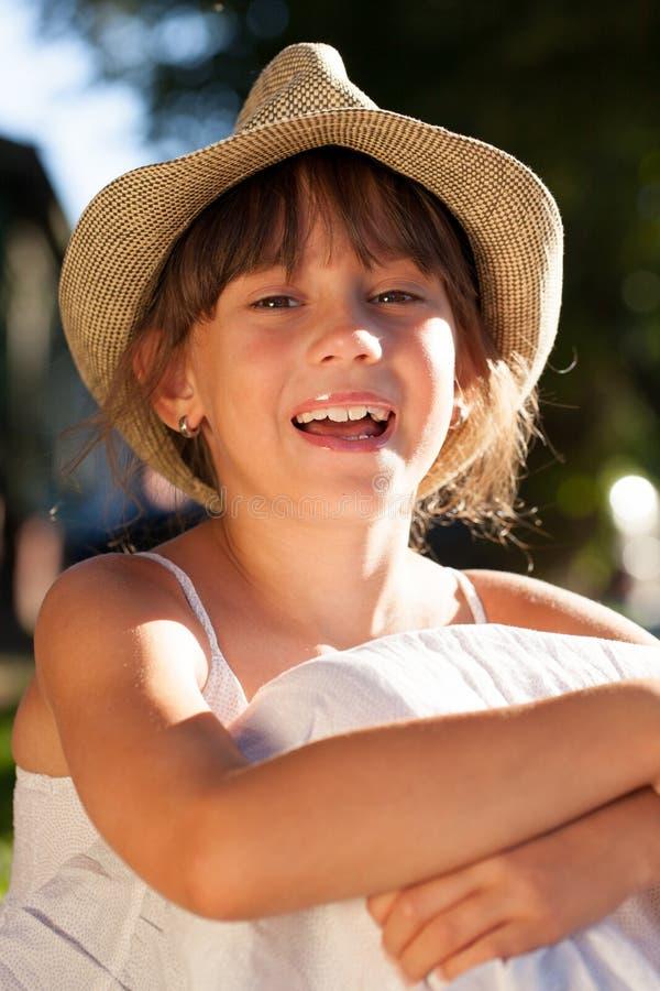 Жизнерадостная счастливая девушка стоковое изображение rf