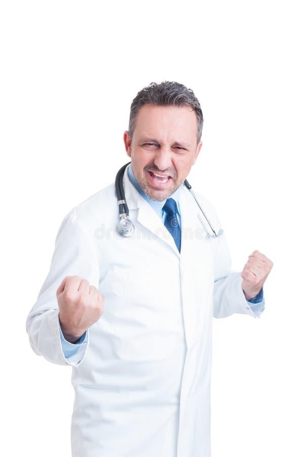 Жизнерадостные доктор или сотрудник военно-медицинской службы действуя возбужденный и восторженный стоковая фотография rf