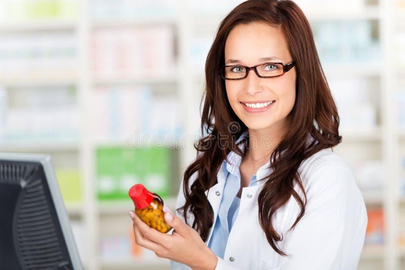 Жизнерадостный аптекарь стоковые изображения rf