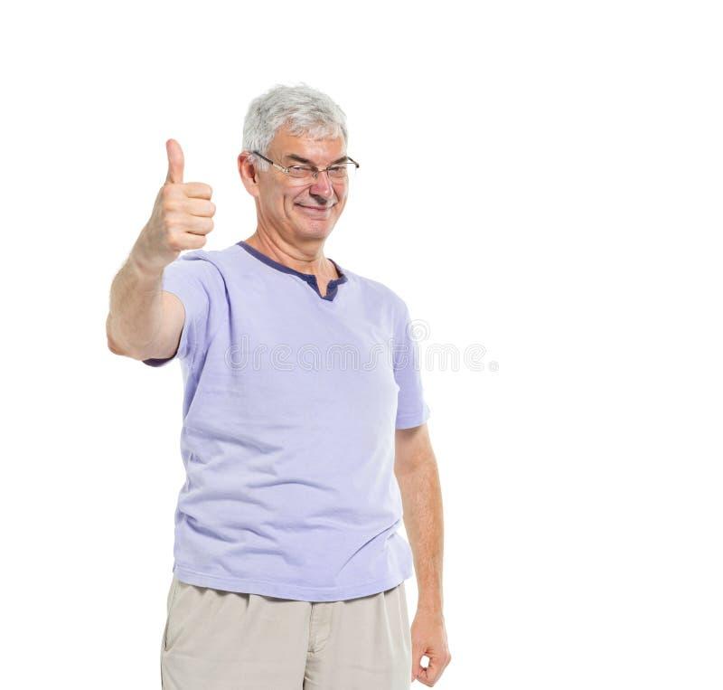 Жизнерадостный зрелый давать человека большие пальцы руки вверх стоковая фотография