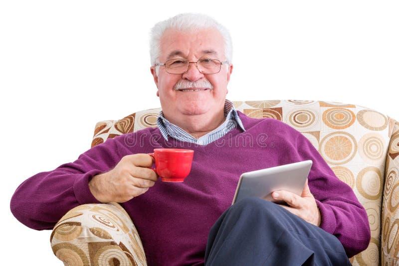 Жизнерадостный человек с кофе и планшетом стоковое фото rf