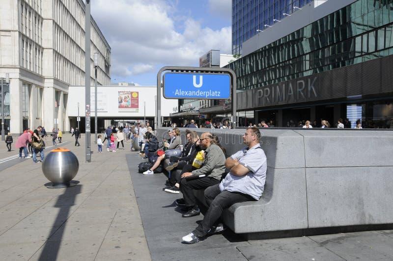 Жизнь вокруг alexanderplatz стоковое изображение rf