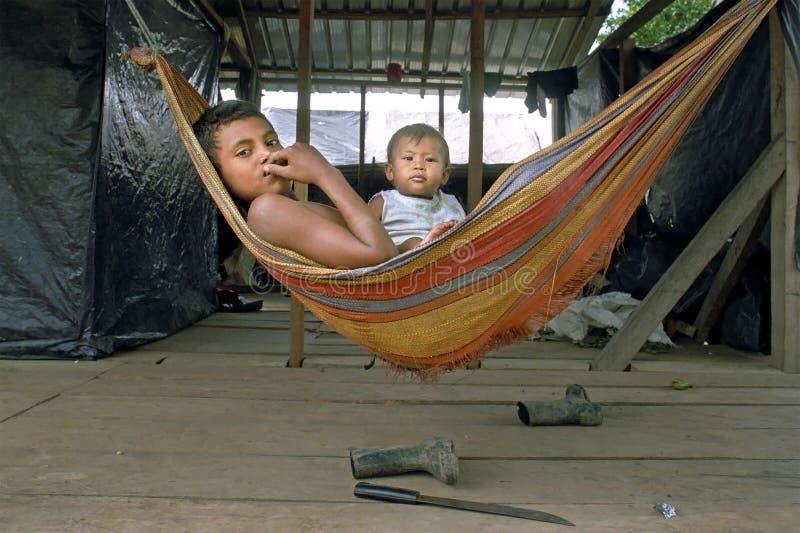 Жизнь деревни реки кокосов индейцев, Никарагуа стоковое изображение