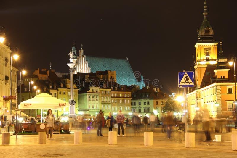 Жизнь ночи в квадрате замка. Варшава. Польша стоковое фото