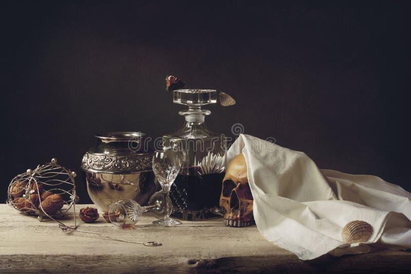 Жизнь, смерть и воскресение Vanitas стоковое изображение rf