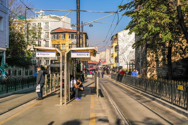 Жизнь улицы на улицах Стамбула стоковое изображение