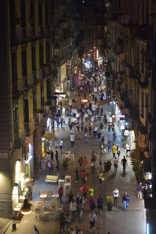 Жизнь улицы ночи в Неаполь стоковые изображения