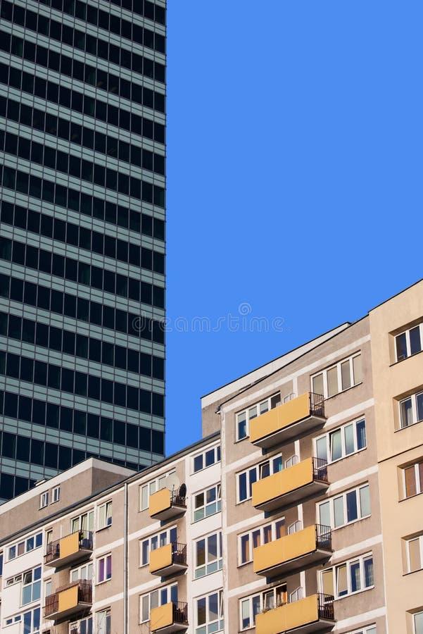 Жилой дом и небоскреб стоковое изображение rf