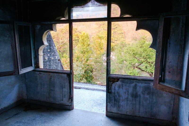 Жилой дом на покинутом Ашраме Yogi Maharishi Mahesh стоковые фото