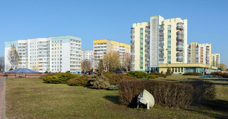 Жилой район высотного здания на банках реки Dnieper в Rechitsa Город расположен на правом высоком банке  стоковая фотография