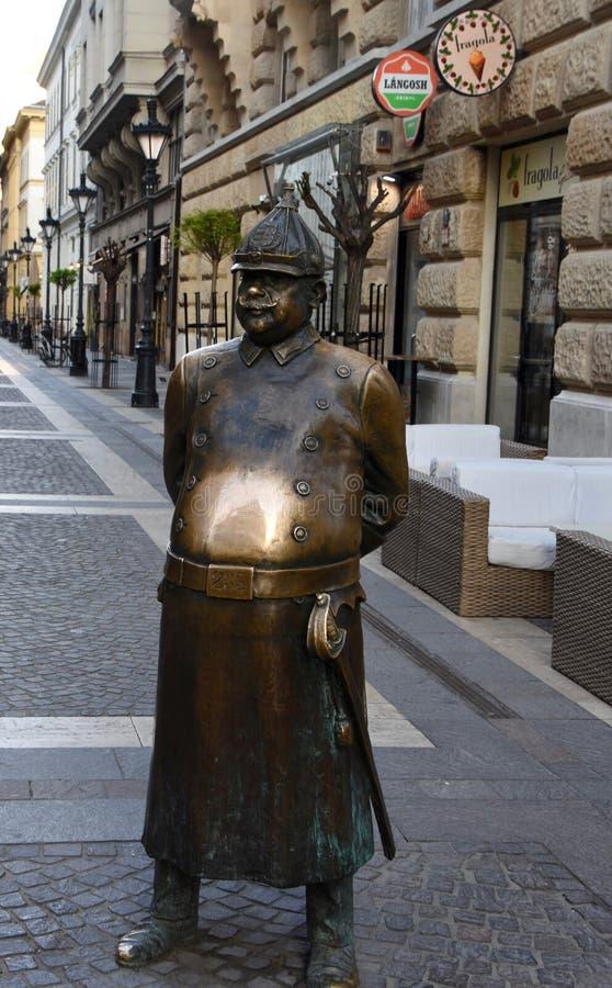Жирная статуя полицейския в Будапеште стоковое изображение