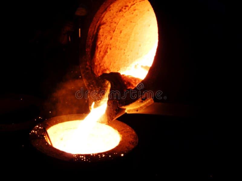 Жидкостное красное metall в плавильне стоковая фотография rf