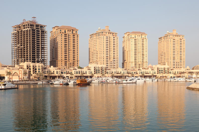 Жилые дома в Порту Аравии, Катаре стоковое фото rf