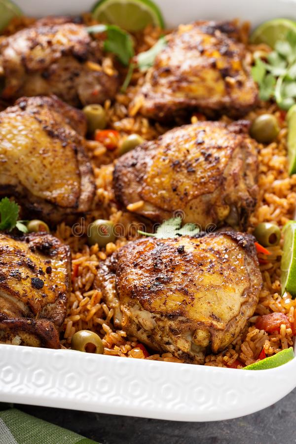 Жулик Arroz Pollo, опаленный цыпленок с испанским рисом стоковое фото rf