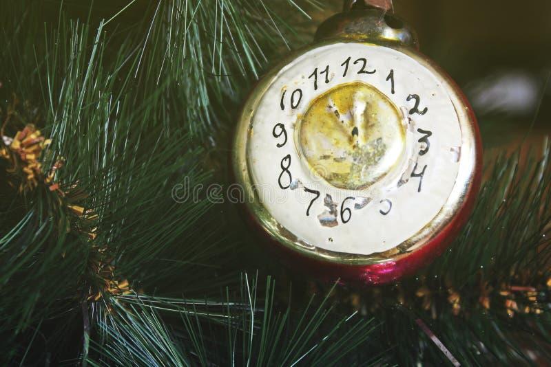 Забавляйтесь на рождественской елке - старых часах стоковое изображение rf