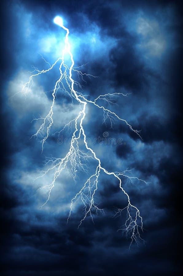 Download забастовка Photoshop молнии предпосылки черная созданная изолированная Стоковое Изображение - изображение насчитывающей aways, плохой: 41660239