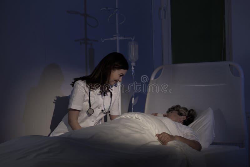 Забота для смертельно больного пациента стоковые изображения rf