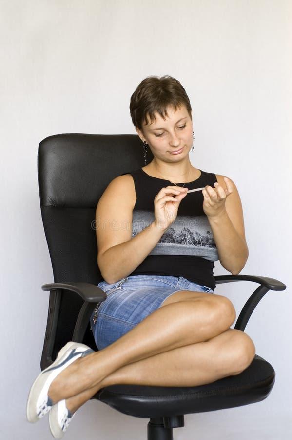 заботит ее женщина ногтей стоковые изображения rf
