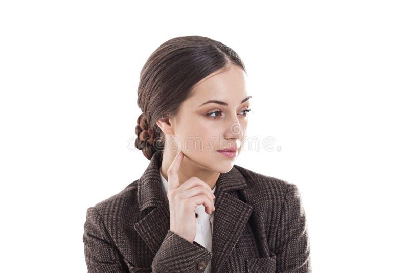 Заботливое молодое брюнет смотря косой изолят стоковое изображение rf