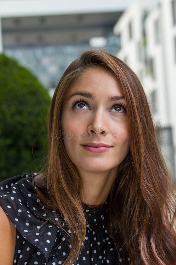 Заботливая молодая женщина стоковая фотография