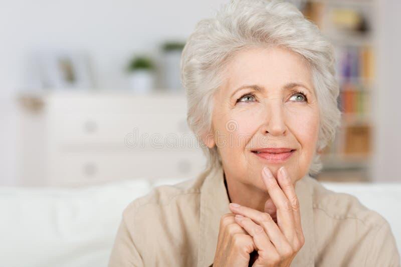 Заботливая старшая дама стоковое изображение rf