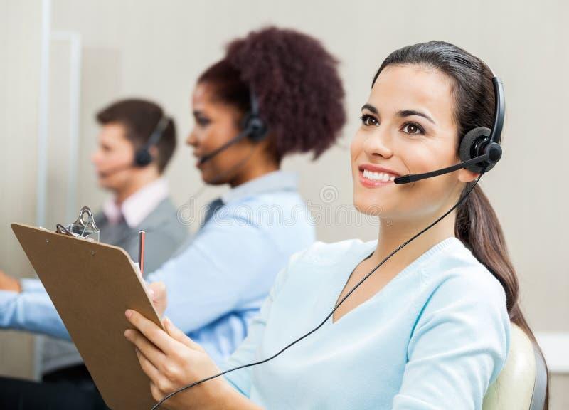 Заботливый женский представитель обслуживания клиента стоковое изображение rf