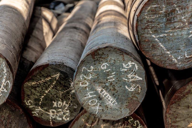 Завальцовка металла, склад, основание, хранение, взгляд от фронта, профильная проекция, конец-вверх стоковое фото rf