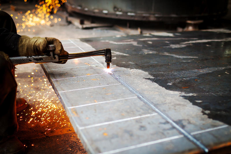 Заварка газа вырезывания металла стоковое фото