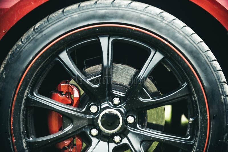 Завершенный в высококачественном лоске Черная оправа роскошного колеса автомобиля Деталь колеса автомобиля Колесо сплава Колесо и стоковые фото