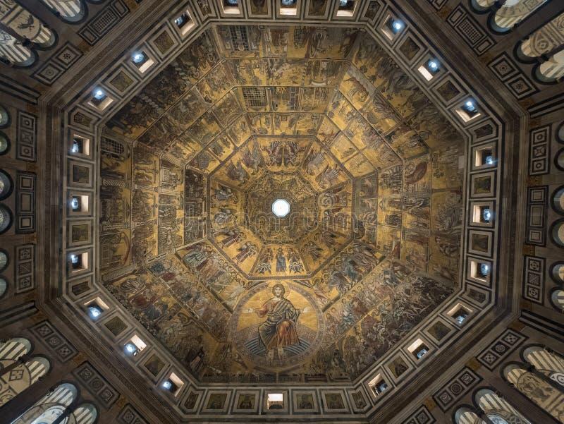 Завершите мозаику потолка в баптистерем в Флоренсе стоковые изображения rf