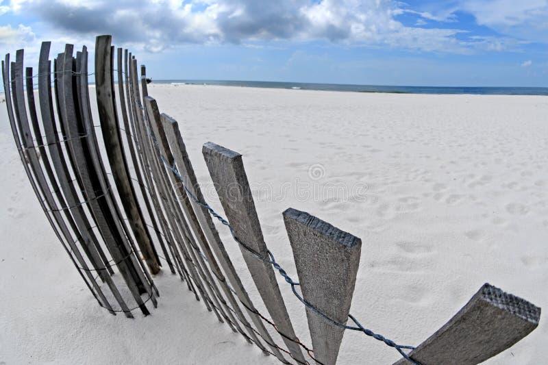 завитый песок загородки дюны стоковая фотография
