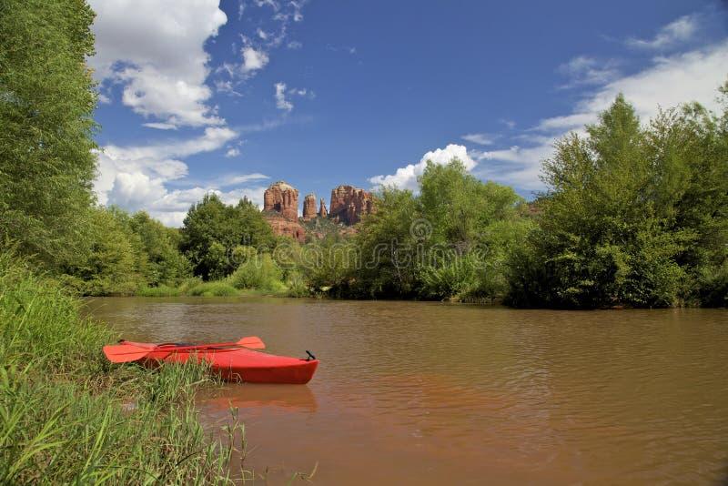 Заводь и Kayak дуба стоковое изображение rf