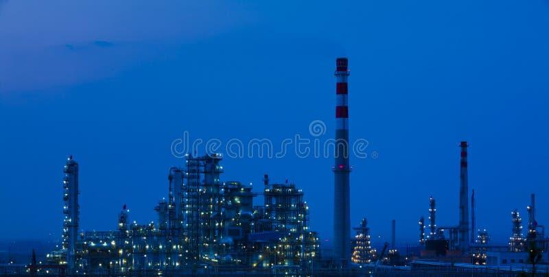 Завод петрохимической индустрии нефтеперерабатывающего предприятия стоковое фото