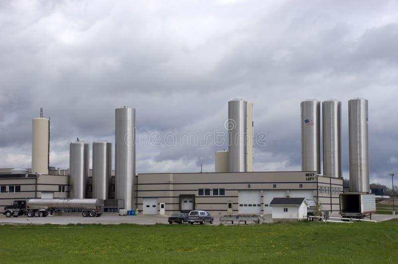 завод фабрики сыра промышленный самомоднейший стоковое изображение rf