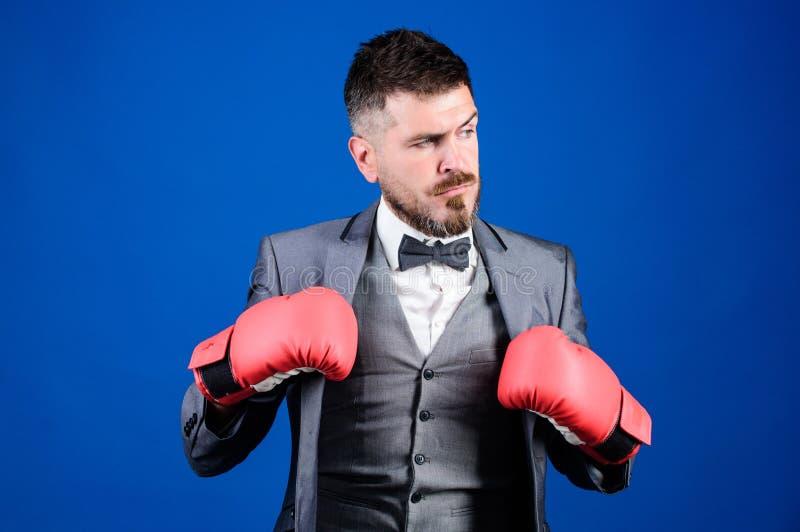 Завоевать успех Защитник планируя вне стратегии Перчатки бокса носки бизнесмена Самая лучшая уголовная оборона стоковое изображение