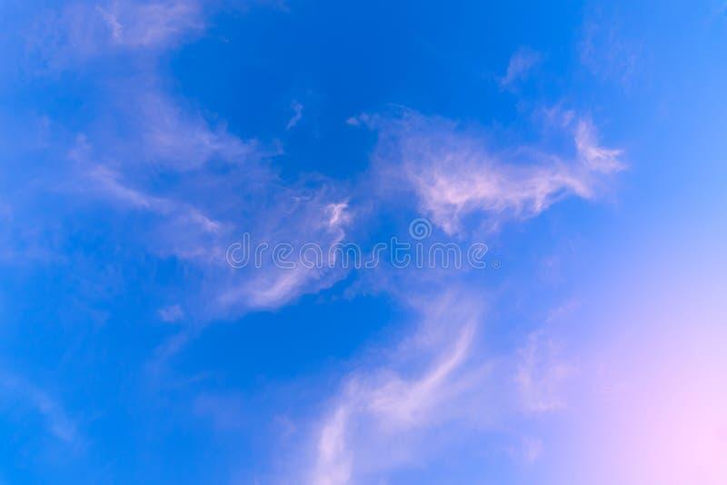 заволакивает заход солнца неба стоковые изображения rf