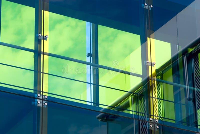 заволакивает небо фасада стоковые фотографии rf