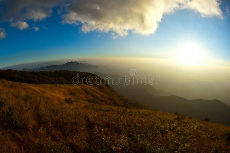 заволоките tropics солнца лотка mae kew inthanon doi стоковые фотографии rf