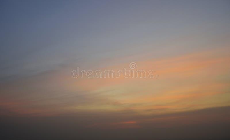 заволакивает заход солнца неба стоковое изображение rf