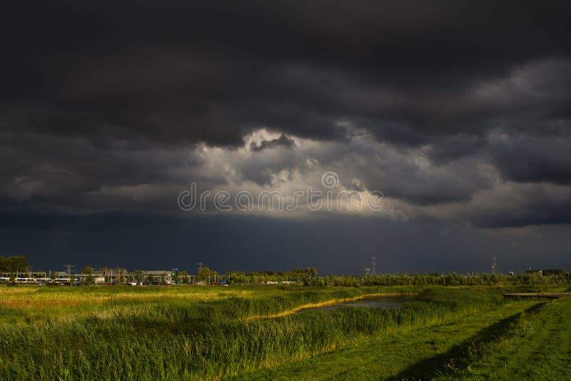 заволакивает темный шторм стоковые фотографии rf