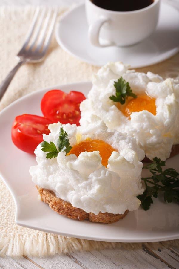 Завтрак великородный: сандвичи с испеченными яичками Orsini стоковая фотография rf