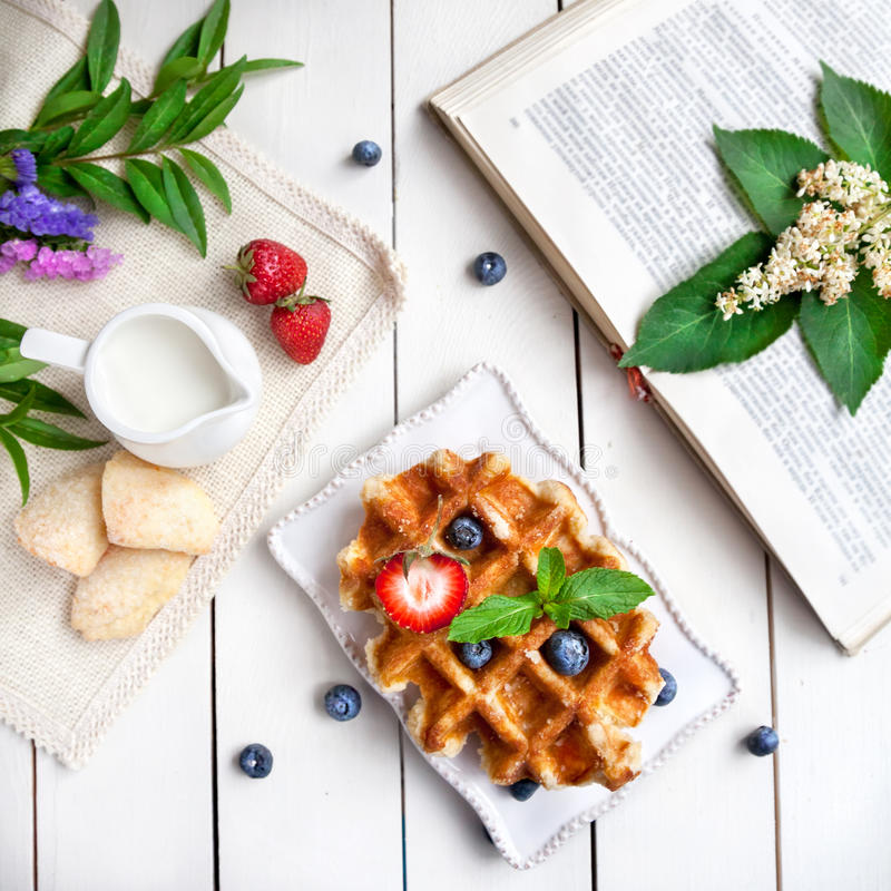 Завтрак лета стоковая фотография