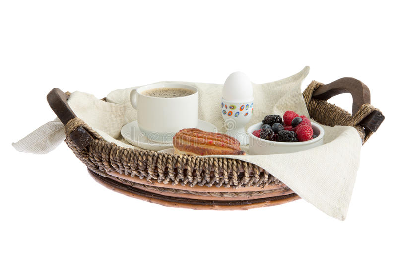 Завтрак кофе, яичка, печенья и ягод в a стоковые изображения