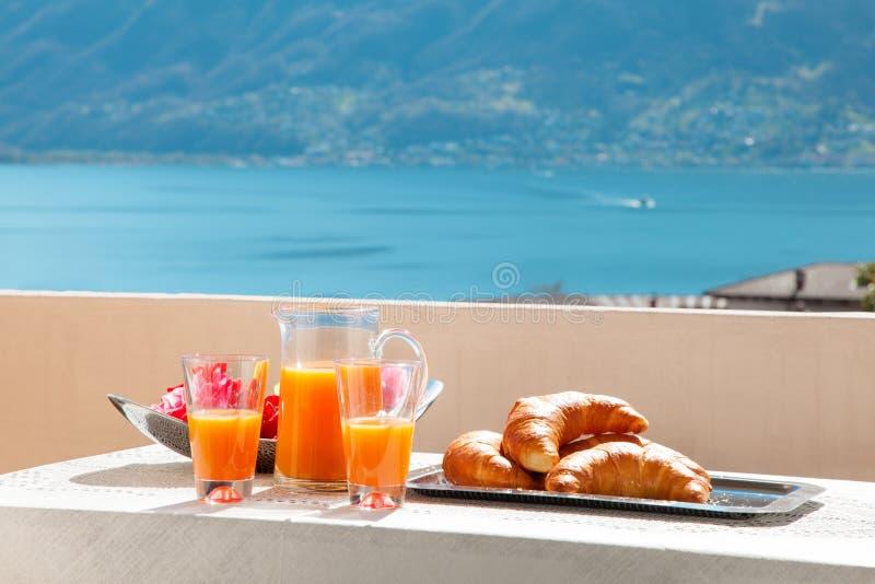 Завтрак на балконе, outdoors стоковое изображение