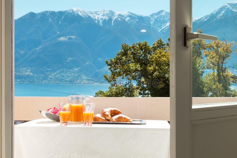 Завтрак на балконе, outdoors стоковые изображения