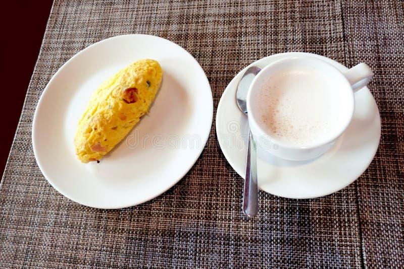 Завтрак прост benedictines стоковые фотографии rf