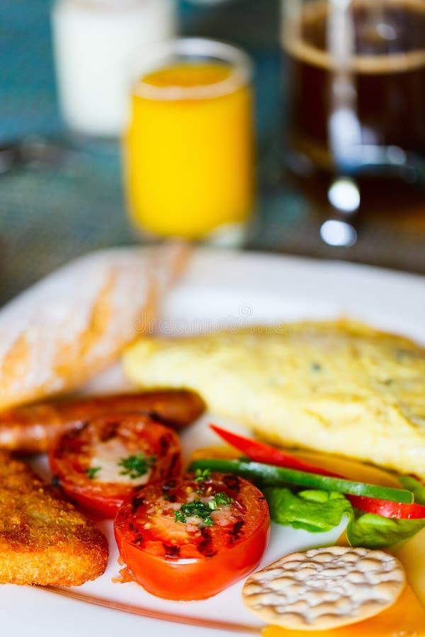 Download Завтрак с омлетом стоковое фото. изображение насчитывающей ресторан - 40576466