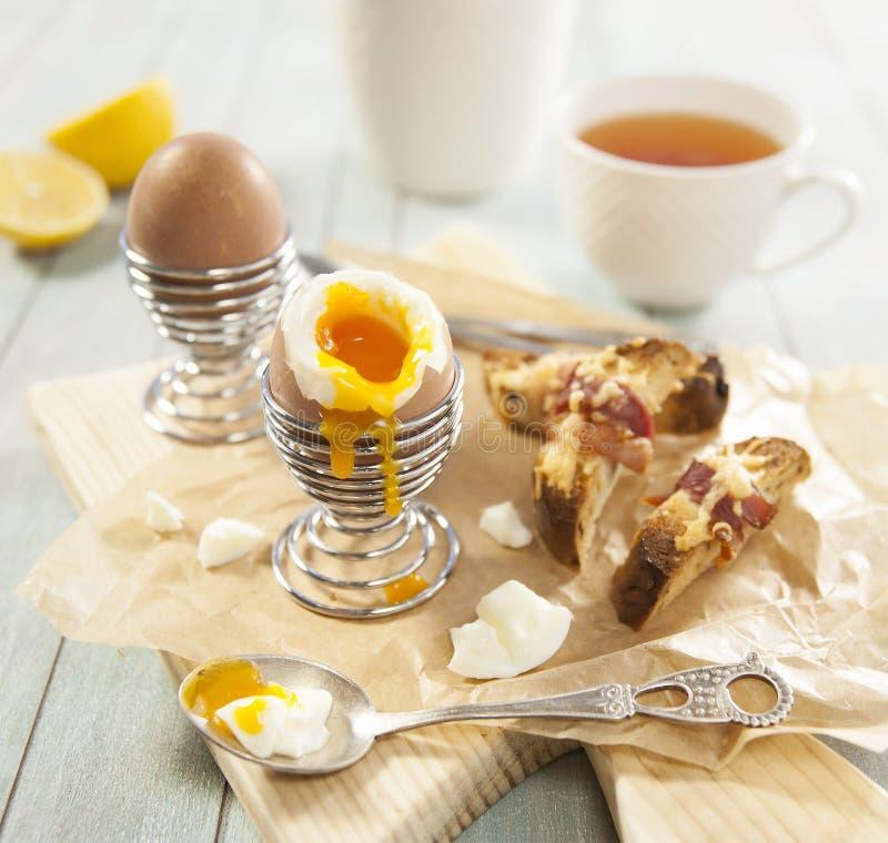 Завтрак с яичками стоковое фото