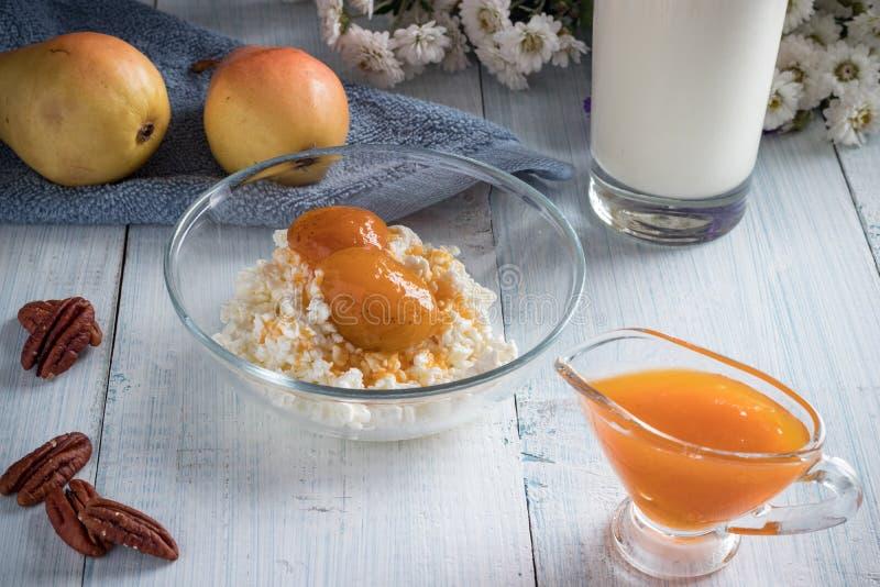 Завтрак творога, груши стоковое фото