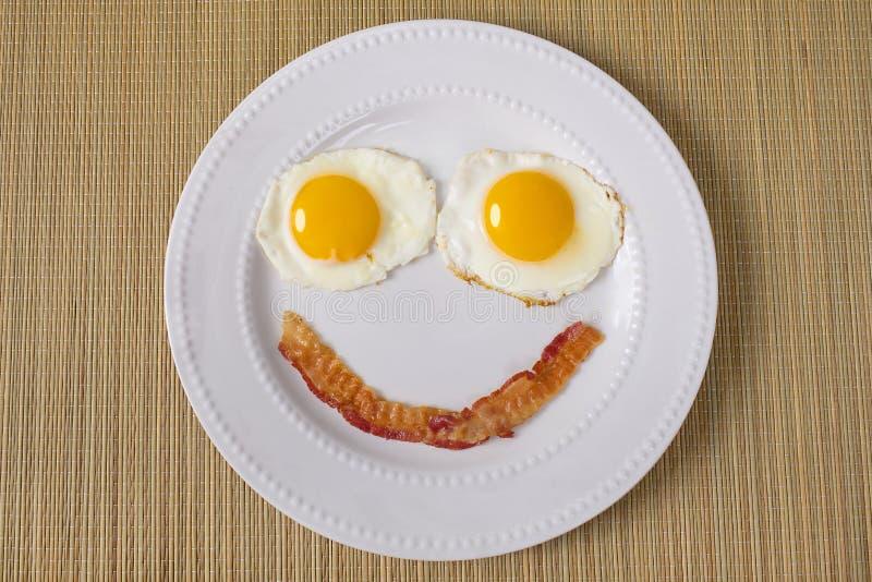 Завтрак усмехаясь Emoji стоковые изображения